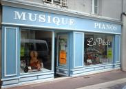 Magasin La Pibole, ventes de pianos, violons, altos, violoncelles, guitares, situé à Loudun dans la vienne à 55 km au nord de poitiers