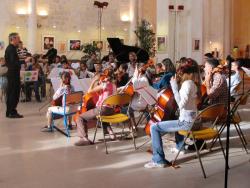 L' Orchestre à cordes des Ateliers Musicaux Nicolas Verdon, en concert le Jeudi 21 Juin 2007, au l'Espace Sainte Croix de Loudun dans la Vienne (86), à 55 km de Poitiers, 25 km de Chinon, 25 km de Thouars, 45 de Saumur, 50 km de Chatellerault.