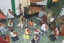 L' Ecole de cordes du loudunais, Orchestre à cordes, Orchestre de chambre, Musique de chambre, duo, trio, etc... , sous la diretion de Nicolas verdon, en concert le Dimanche 21 Juin 2009, au l'Espace Jeunes de Loudun dans la Vienne (86), à 55 km de Poitiers, 25 km de Chinon, 25 km de Thouars, 45 de Saumur, 50 km de Chatellerault.