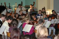 répétition de l'orchestre à cordes des ateliers musicaux nicolas verdon au premier étage de l' ancienne comédie à loudun