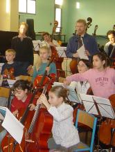 L 'orchestre de l' Ecole de Cordes du Loudunais (anciens Ateliers Musicaux Nicolas Verdon), reçoit des musicien de Loudun, Thouars, Richelieu, Bournand, Mirebeau, Poitiers, Airvault, Parthenay, Bressuire, Paris, Monts-Sur Guesnes .......
