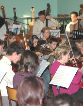 C'est dans l'esprit des anciens ''Ateliers Musicaux Nicolas Verdon'', que l' Ecole de Cordes du Loudunais acceuille des élèves de Loudun, Thouars, Richelieu, Les-Trois-Moutiers, ......Direction et animation Nicolas Verdon.